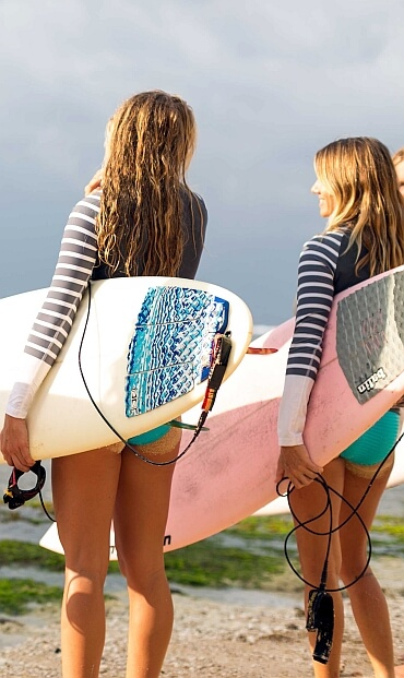 Bookings Surf girls15 370w