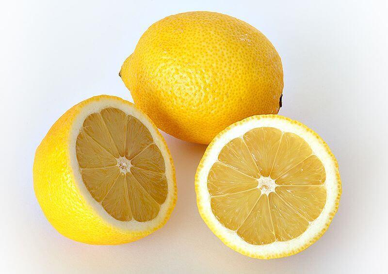 Lemons, cleansing foods